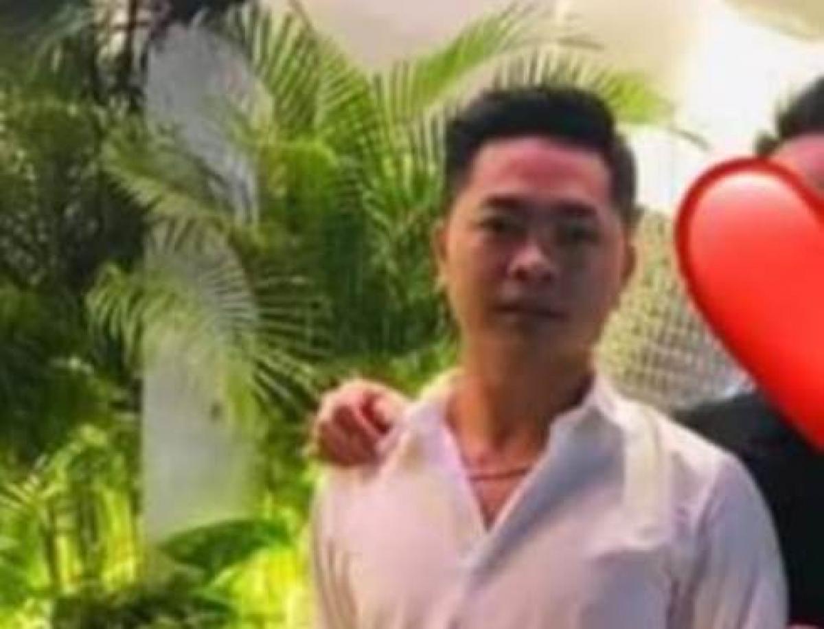 """<a href=""""https://thunghiem.vov.vn/phap-luat/bat-giu-5-nghi-can-trong-vu-no-sung-chet-nguoi-o-long-an-771307.vov"""" target=""""_blank"""">Bắt 5 nghi can trong vụ nổ súng chết người ở Long An</a>: Liên quan đến vụ anh Đào Quốc Liêu (46 tuổi, ngụ xã Tân Hương, huyện Châu Thành, tỉnh Tiền Giang) bị các đối tượng dùng súng bắn chết tại phường Khánh Hậu, TP. Tân An (tỉnh Long An), qua công tác phối hợp điều tra, đến nay, Cục Cảnh sát hình sự - Bộ Công an kết hợp với công an tỉnh Long An và Tiền Giang đã bắt giữ 05 nghi phạm có liên quan đến vụ án này. Tô Nhựt Khanh, 27 tuổi (ảnh) có vai trò chủ mưu trong vụ án."""