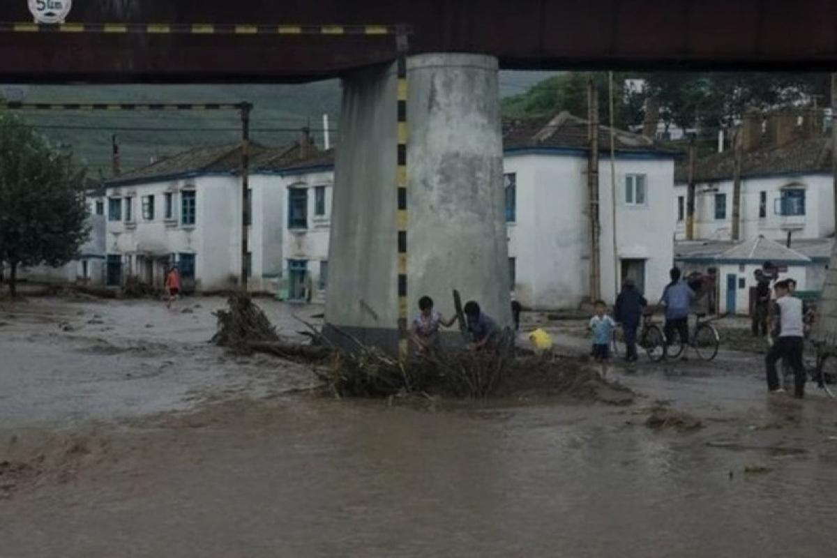 Một trận lũ lụt tại Triều Tiên. Ảnh: Reuters.