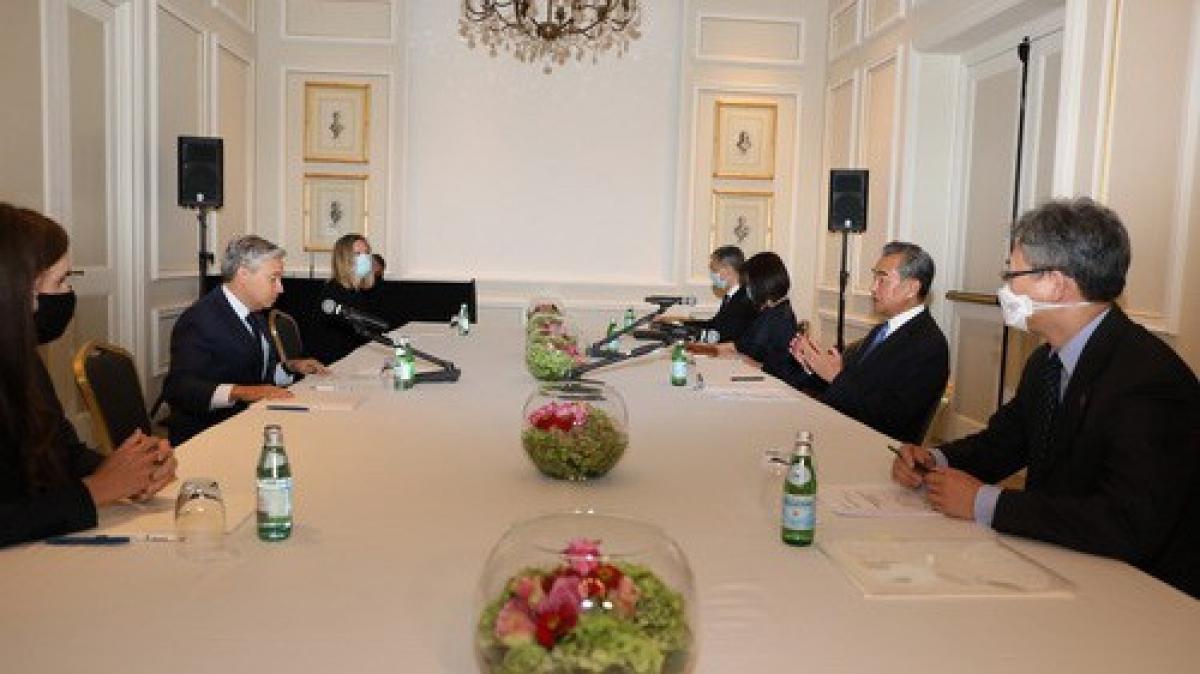 Cuộc gặp giữa Ngoại trưởng Trung Quốc và Canada. (Ảnh: Bộ Ngoại giao Trung Quốc)