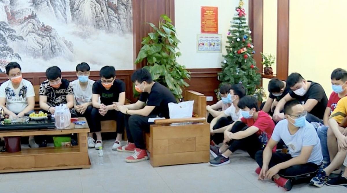 Nhóm người Trung Quốc nhập cảnh trái phép bị Công an thành phố Bắc Ninh phát hiện nhà nghỉ hôm 5/8. Ảnh: Công an cung cấp