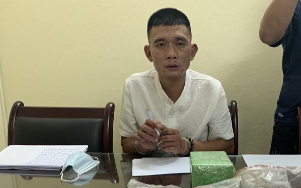 Dương Thanh Tùng (SN 1982, trú ở phường Phúc Tân, quận Hoàn Kiếm, Hà Nội), trợ thủ đắc lực của Tuấn trong các phi vụ giao hàng. Ngoài 2 đối tượng đã bị bắt giữ, trinh sát xác định một trong những kẻ cầm đầu đường dây tội phạm nguy hiểm này là T.V.N, (51 tuổi, trú tại quận Hoàn Kiếm, Hà Nội).