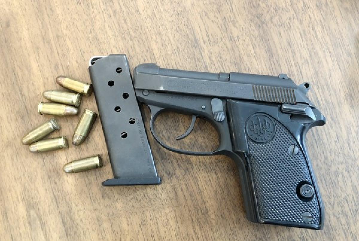 Tuấn vẫn giữ thói quen tàng trữ vũ khí trái phép từ nhiều năm trước. Khám xét khẩn cấp nơi ở của đối tượng, ngoài số lượng ma túy khủng, cơ quan công an còn thu giữ một khẩu súng cùng một số viên đạn.