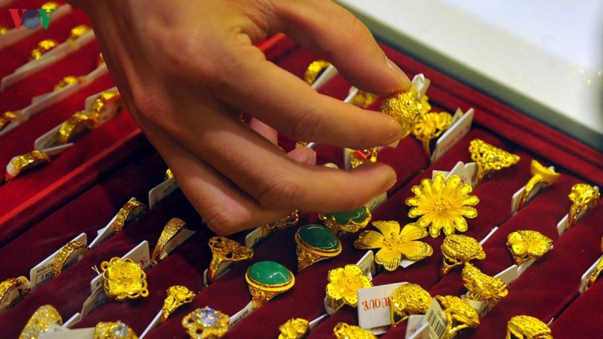 Giá vàng trong nước tăng liên tục có khả năng vượt trên 58 triệu đồng/lượng.