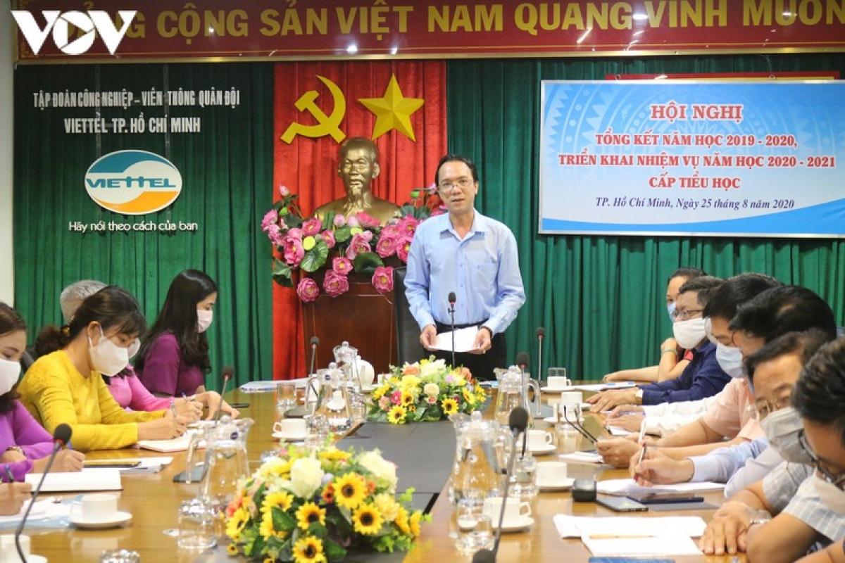 Ông Nguyễn Minh Thiên Hoàng - Phó Trưởng phòng Giáo dục Tiểu học - Sở Giáo dục - Đào tạo TPHCM trình những khó khăn, vướng mắc của TPHCM trong thực hiện chương trình giáo dục phổ thông 2018.