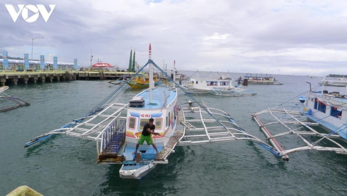 Top 10 những bãi biển đẹp nhất châu Á và top 25 của thế giới, Boracay là hòn đảo đẹp nhất của Philippines. Những chiếc tàu cao tốc có đôi cánh sẽ đưa du khách đến với hòn đảo Boracay, thiên đường biển của thế giới.