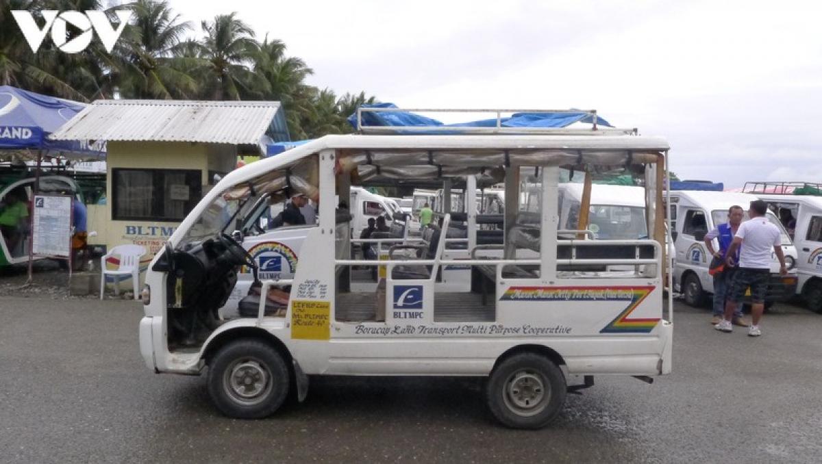 Phương tiện chủ yếu chở du khách khi ở trên đảo.