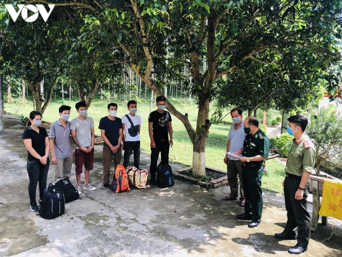 Các đối tượng có ý định vượt biên sang Trung Quốc bị Đồn Biên phòng Thị Hoa phát hiện, bắt giữ.