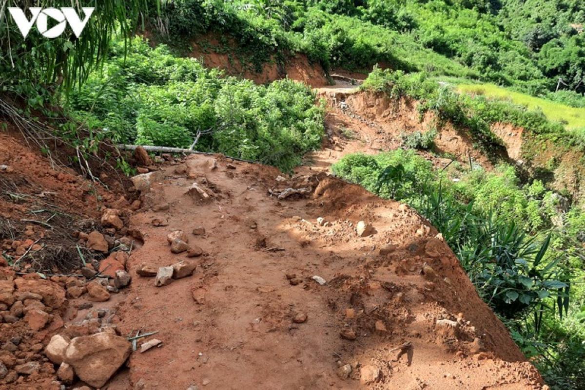 Nhiều tuyến đường liên bản tại huyện Mường Tè, tỉnh Lai Châu hiện nay đang bị ách tắc do mưa lũ.