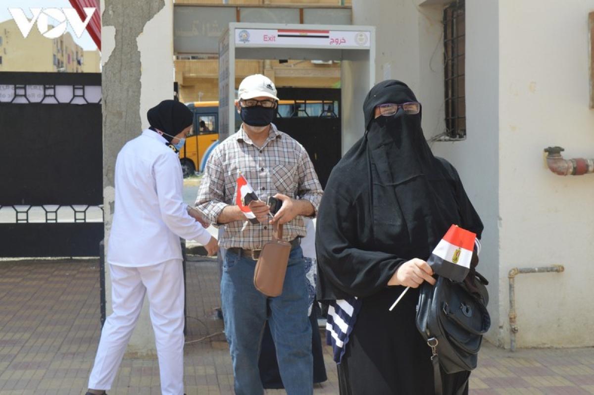 Cử tri Ai Cập đi bầu cử Thượng viện.