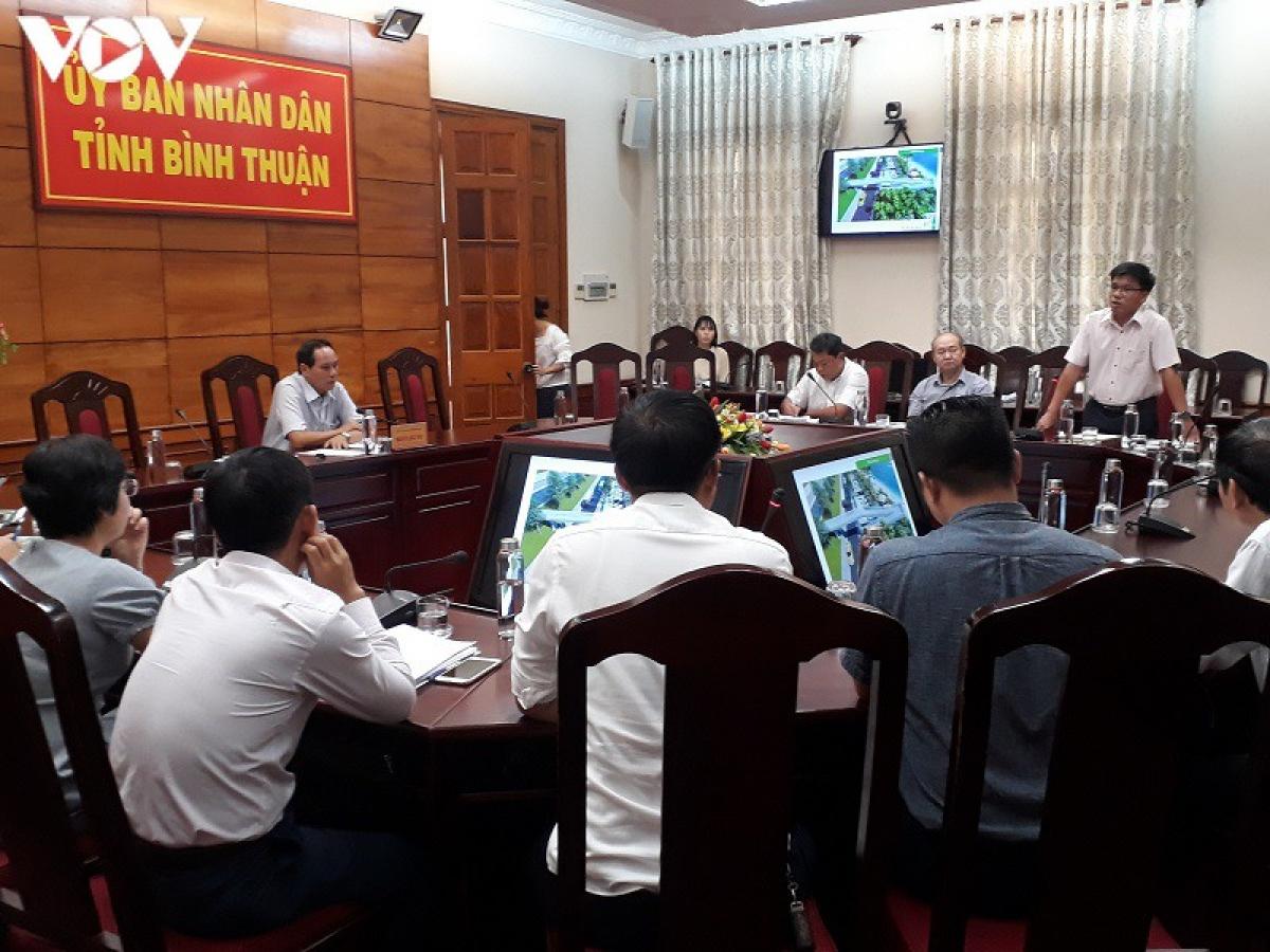 Ông Nguyễn Hữu Trung, Phó Giám đốc Sở GTVT tỉnh Bình Thuận phát biểu tại cuộc họp.