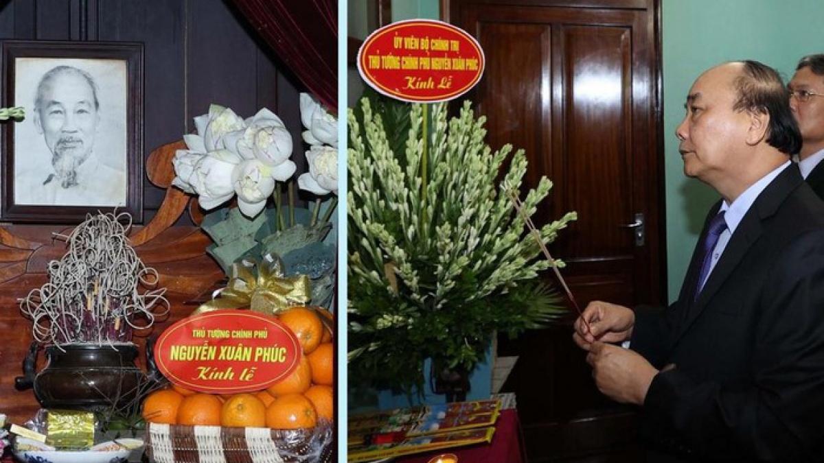 Thủ tướng Nguyễn Xuân Phúc dâng hương tưởng niệm Bác Hồ. (Ảnh: TTXVN)