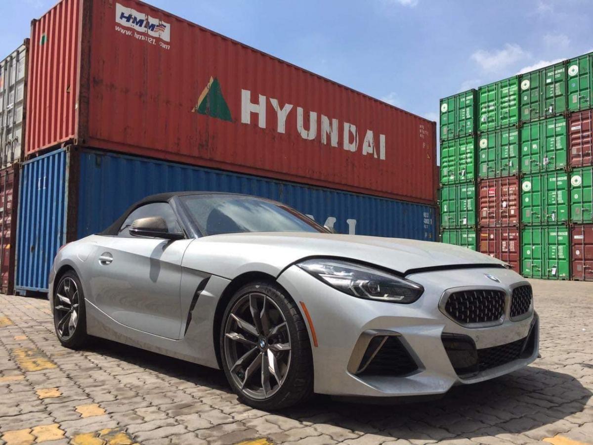 """Mới đây, một chiếc BMW Z4 thế hệ mới vừa được """"khui công"""" tại một cảng biển tại phía Nam nước ta. Chiếc Z4 này được đưa về nước thông qua một đơn vị nhập khẩu tư nhân."""