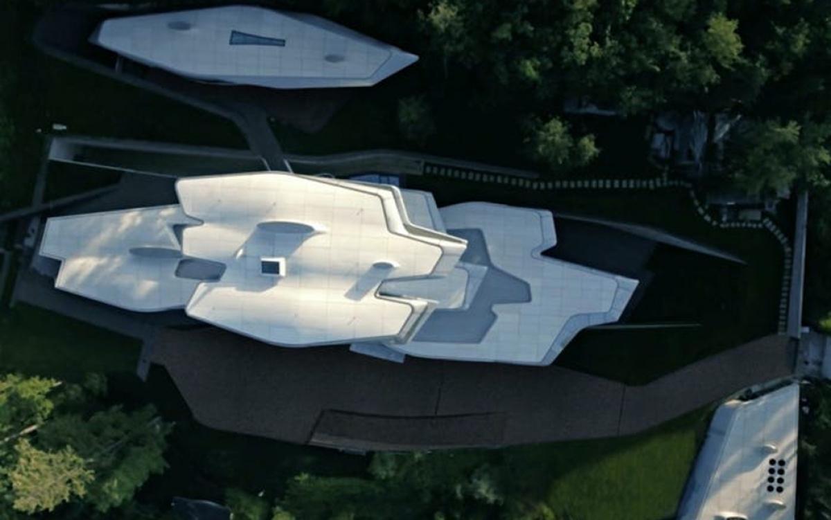 Nhìn từ trên cao, Spaceship House có hình dáng độc nhất vô nhị - điểm đặc trưng trong thiết kế của kiến trúc sư Zaha Hadid./.