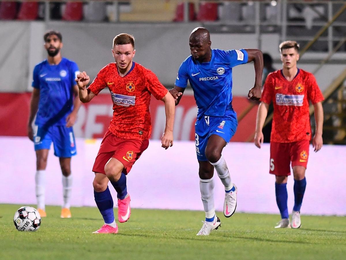 Filip Nguyễn cùng các đồng đội ở Slovan Liberec (áo xanh) chỉ còn cách việc dự vòng bảng Europa League đúng một trận đấu. (Ảnh: FCSB).