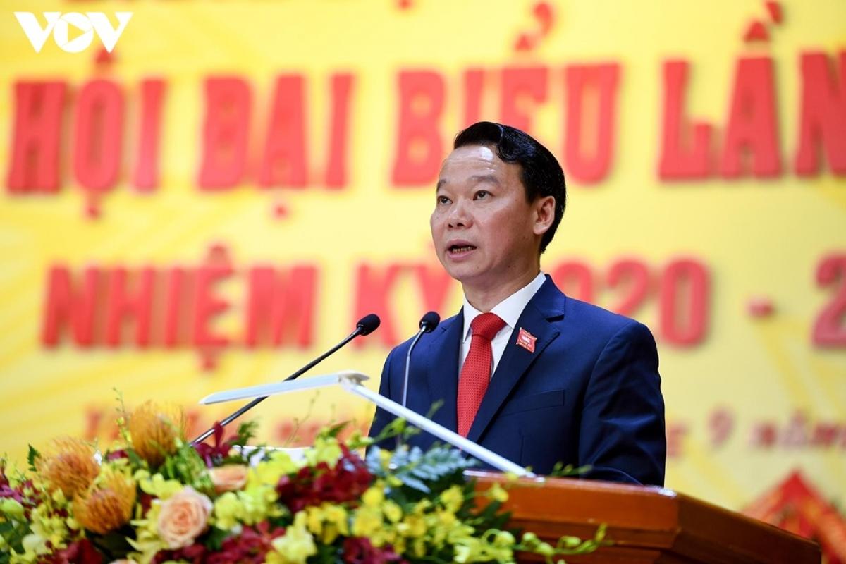 Phó Bí thư Tỉnh ủy, Chủ tịch UBND tỉnh Yên Bái Đỗ Đức Duy trình bày Dự thảo báo cáo chính trị tại Đại hội.
