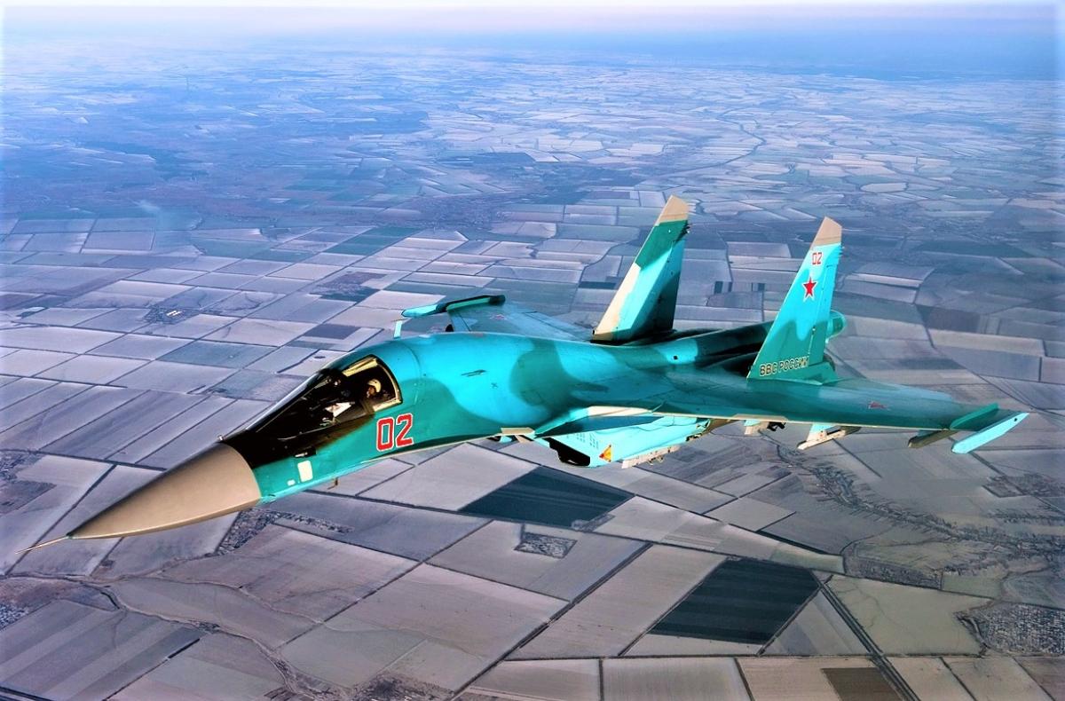 Su-34 - tiêm kích-ném bom tầm trung siêu thanh, hai chỗ ngồi, hoạt động trong mọi mọi thời tiết của Nga; Nguồn: airforce.ru