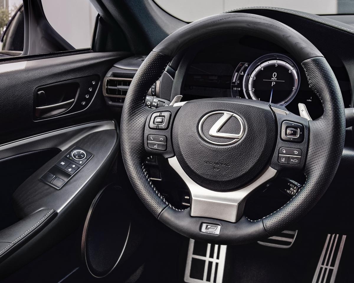 RC Coupe là mẫu xe thứ 4 của Lexus sở hữu bản đặc biệt Black Line ở đời xe 2021. Hãng xe sang đến từ Nhật Bản cho biết, họ chỉ sản xuất tổng cộng 350 chiếc phiên bản này, dành cho cả hai bản RC 300 và RC 350. Xe được tạo nên từ cấu hình F Sport với đèn pha Premium Triple-Beam LED, mâm xe F Sport crom đen 19 inch và chụp ống xả tối màu.