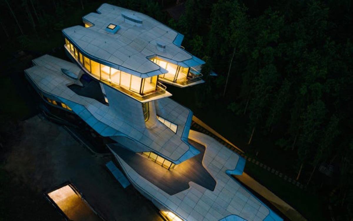 Căn biêt thự mô phỏng tàu vũ trụ nằm trong khu rừng ở ngoại ô thủ đô Moscow (Nga) có chi phí xây dựng 140 triệu USD.