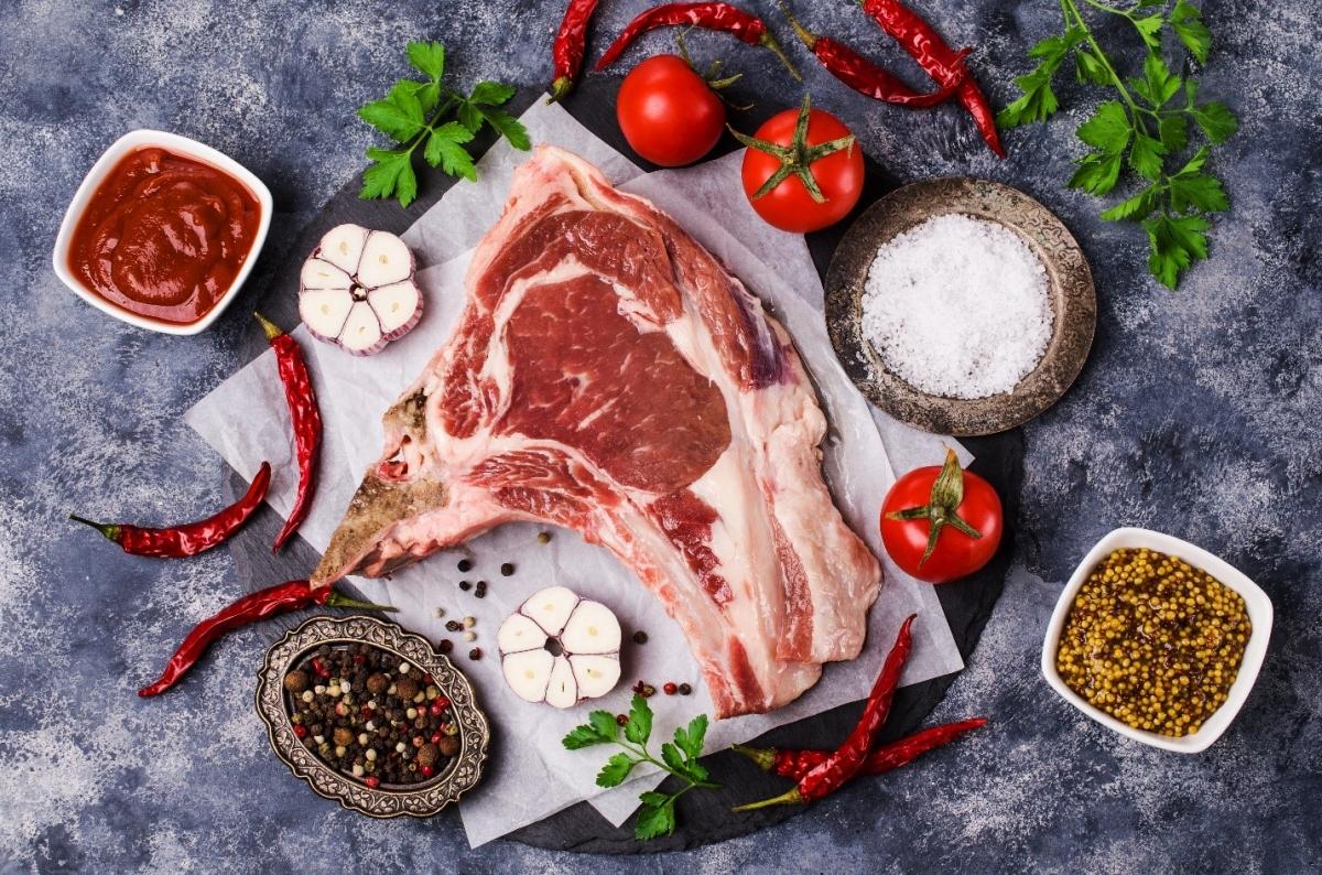 Glutamate mang đến vị umami cho các loại thực phẩm tự nhiên như thịt, cà chua,…
