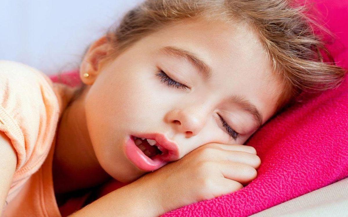 Thở bằng miệng: Thói quen thở bằng miệng cũng là một trong những nguyên nhân gây khô miệng, có thể dẫn đến hôi miệng và các bệnh răng miệng khác ở trẻ nhỏ.