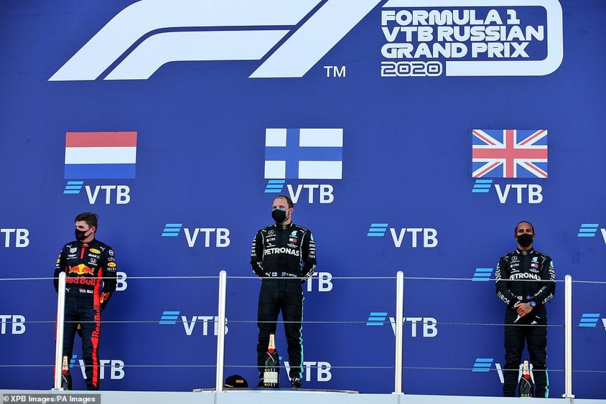 Valtteri Bottas cùng Max Verstappen và Lewis Hamilton trên bục vinh quang tại chặng đua F1 Nga. (Ảnh: PA)