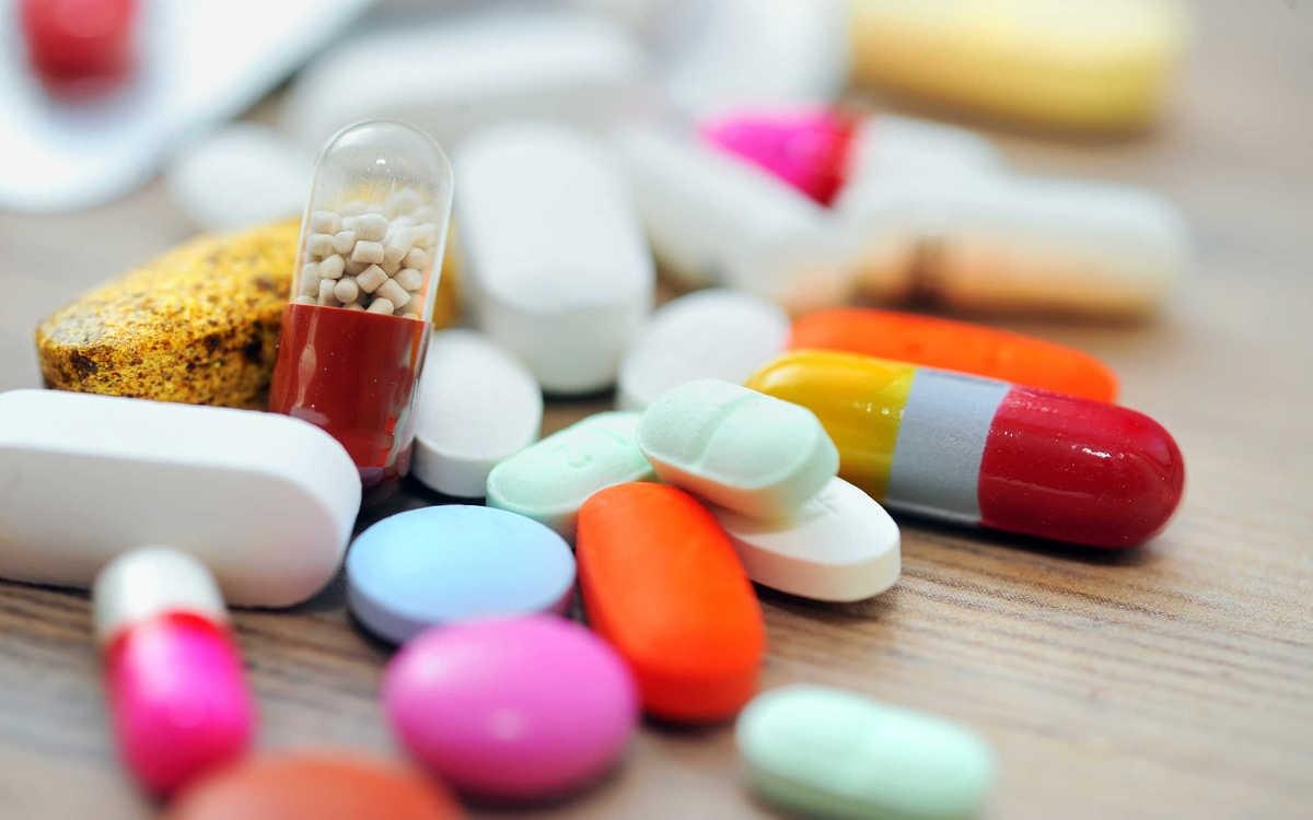 Tác dụng phụ của thuốc: Một vài loại dược phẩm như thuốc kháng histamin dùng trong điều trị dị ứng, thuốc chống trầm cảm… đều tiềm ẩn tác dụng phụ gây khô miệng.