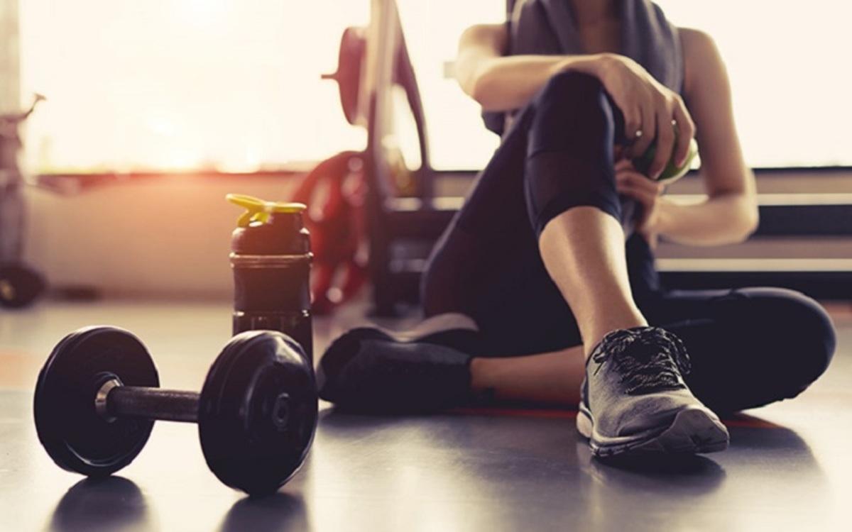 Thường xuyên vận động: Tập một số bài tập như bơi lội, đạp xe... sẽ giúp cải thiện sức khỏe nói chung và khớp gối nói riêng.