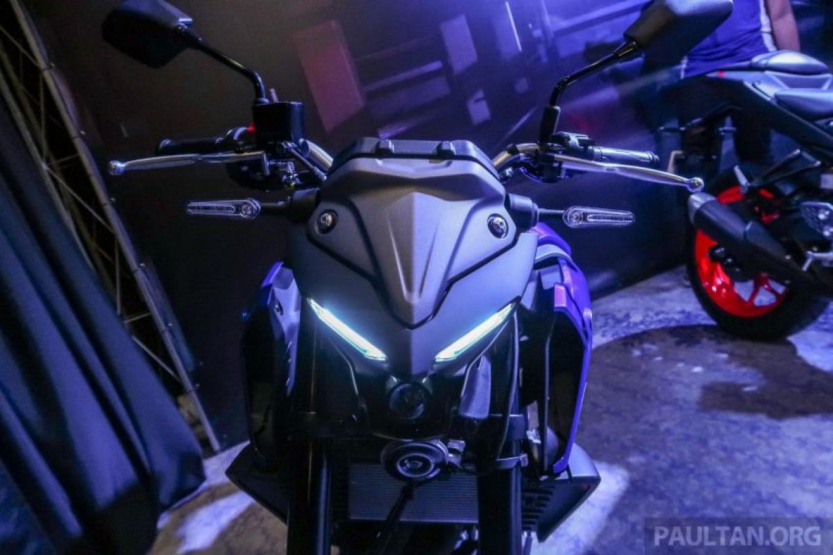 Với đèn pha LED chia đôi đặc trưng trên những chiếc MT cỡ lớn, MT-25 được trang bị động cơ DOHC, làm mát bằng chất lỏng, song song kép, 250cc phun xăng điện tử và hộp số 6 cấp. Cụm đèn pha LED được phân chia giữa các đèn LED định vị ban ngày và đèn pha LED được đặt chính giữa.