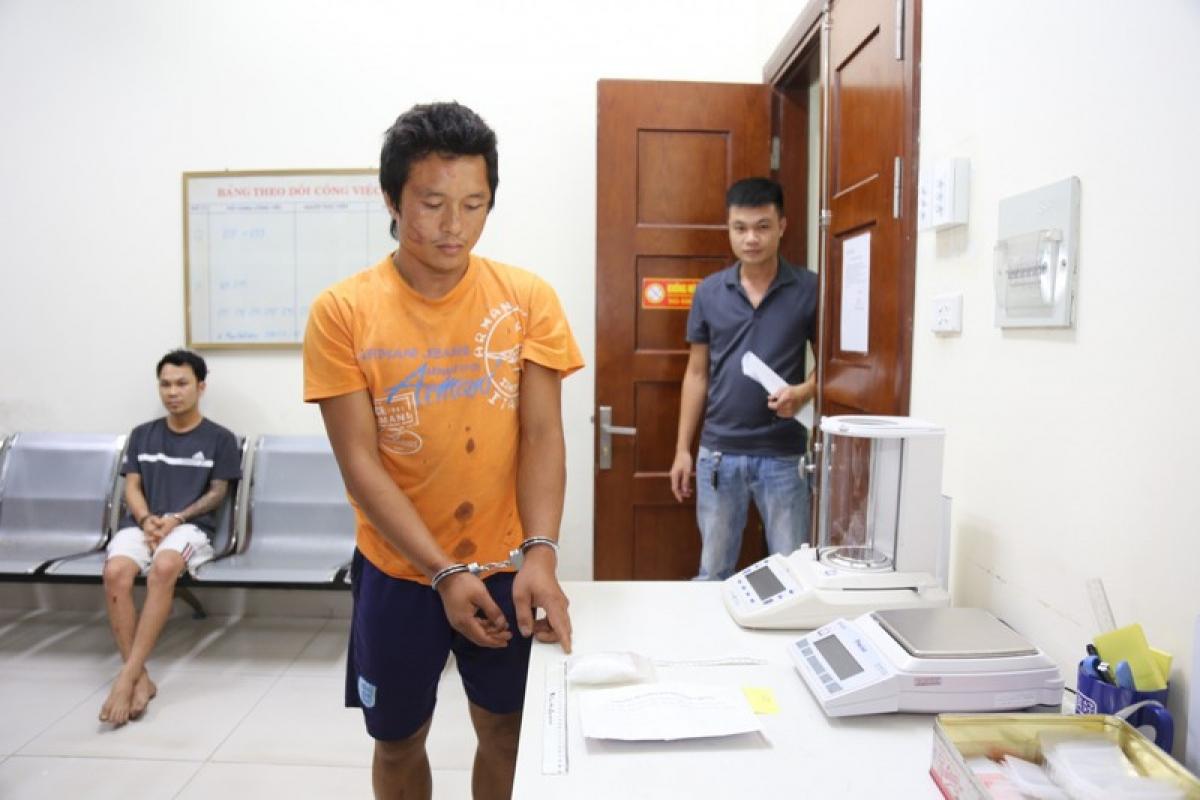 Đối tượng Hoàng Văn Long cùng số ma túy bị thu giữ. Ảnh: Công an Quảng Ninh
