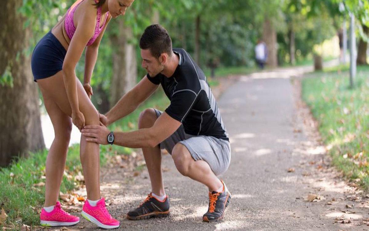 Sử dụng thiết bị bảo vệ khớp gối chuyên dụng để ngăn ngừa chấn thương trong khi vận động hoặc luyện tập.