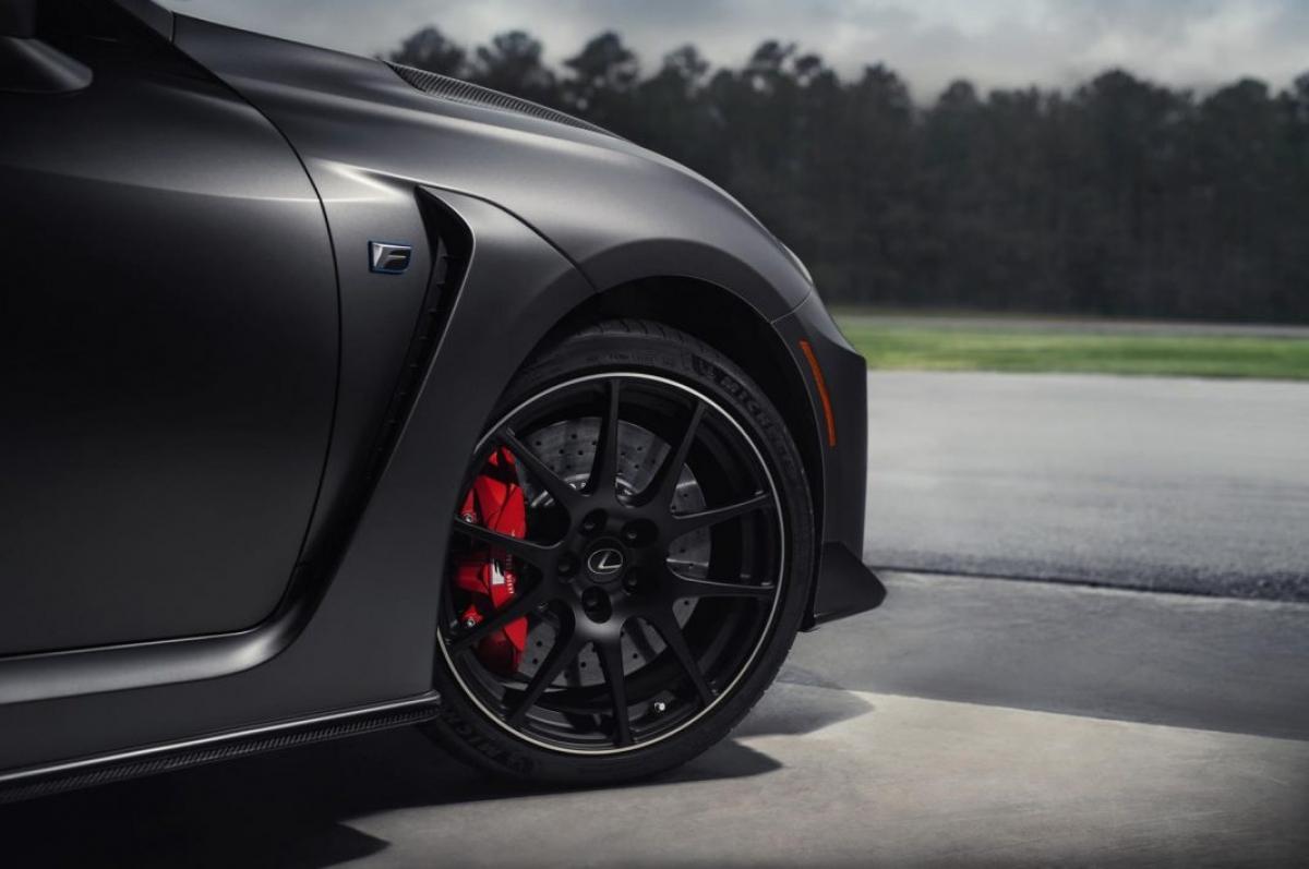 Về mặt công nghệ, giống với những chiếc Lexus khác, đời xe 2021 của RC F sẽ được trang bị tiêu chuẩn gói công nghệ hỗ trợ người lái Lexus Safety System+. Gói này sẽ bao gồm công nghệ giám sát điểm mù với cảnh báo phương tiện cắt ngang phía sau, gương chiếu hậu sưởi điện, ghế ngồi chỉnh điện có chức năng nhớ,…
