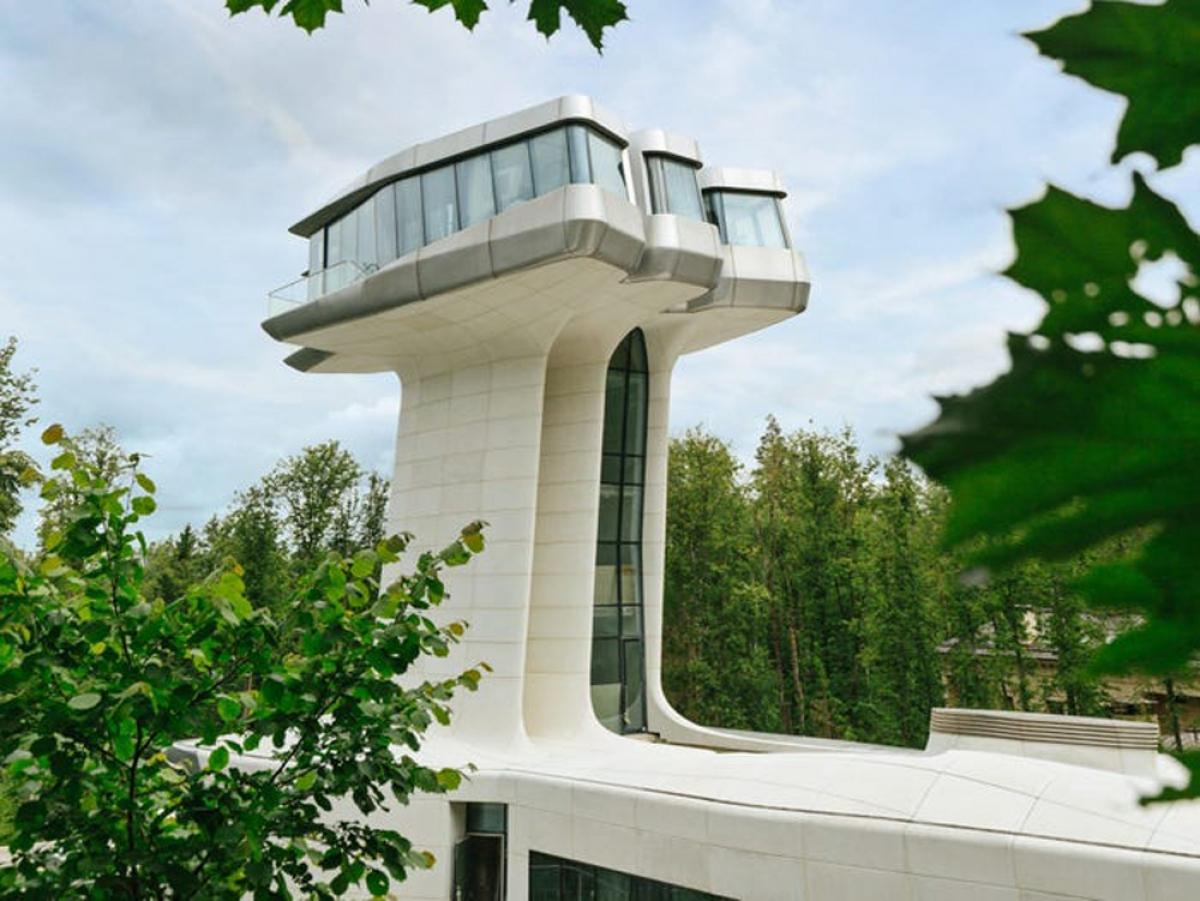 Dinh thự nằm trong khu nhà giàu Rublyovka. Các căn nhà tại đây toàn trị giá vài chục triệu USD.