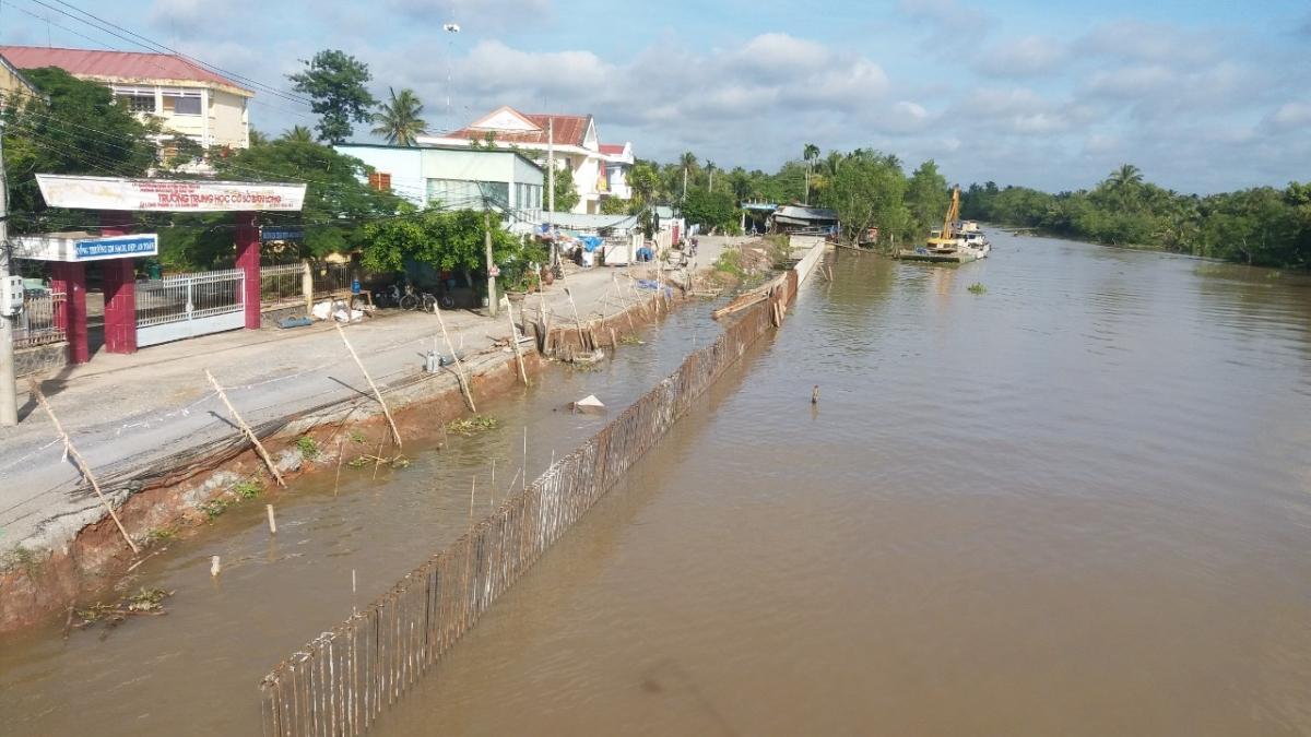 Tỉnh Tiền Giang đầu tư xây kè chống sạt lở do triều cường tại xã Bàn Long, huyện Châu Thành.
