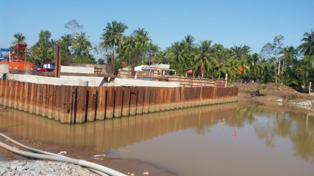 Cống đập ngăn mặn, chống triều cường tại xã Sơn Đông, thành phố Bến Tre chuẩn bị hoàn thành.