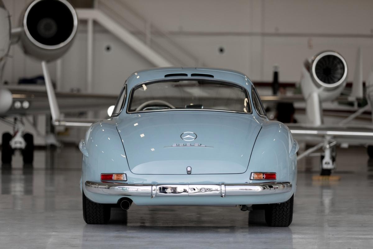 Phiên bản được bán trên Bring A Trailer là chiếc năm 1957 và ban đầu được giao cho một khách hàng ở Bỉ để giữ chiếc xe cổ điển của Đức này đến năm 1981.