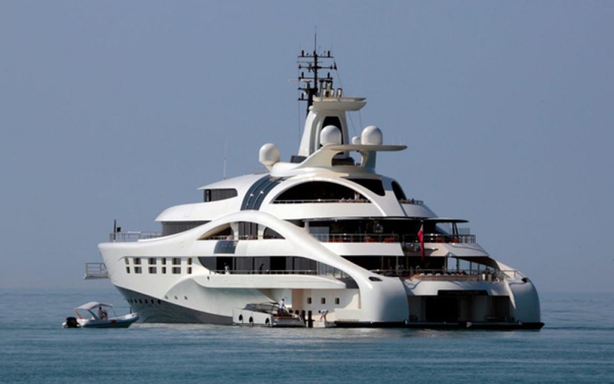 Nhiều người siêu giàu sở hữu một căn nhà trên biển và do đó số du thuyền xa xỉ bán ra trong giai đoạn 2009 – 2014 đã tăng tới 66%. Ông chủ Roman Abramovich của câu lạc bộ bóng đá Chelsea là chủ sở hữu may mắn của du thuyền đắt nhất thế giới có tên The Eclipse. (Ảnh: BI)