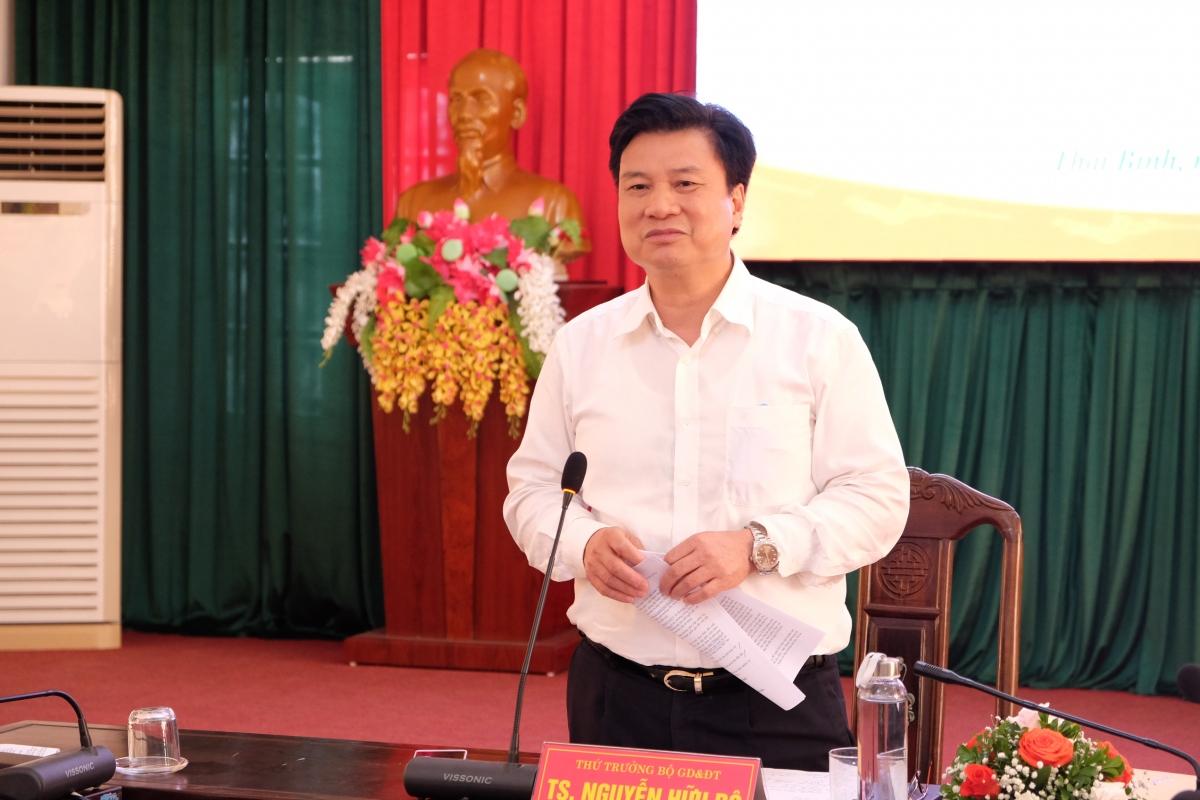 Thứ trưởng Nguyễn Hữu Độ yêu cầuphải đặc biệt chú ý đổi mới phương pháp tổ chức dạy học và quản trị nhà trường để phát triển được phẩm chất, năng lực cho học sinh.