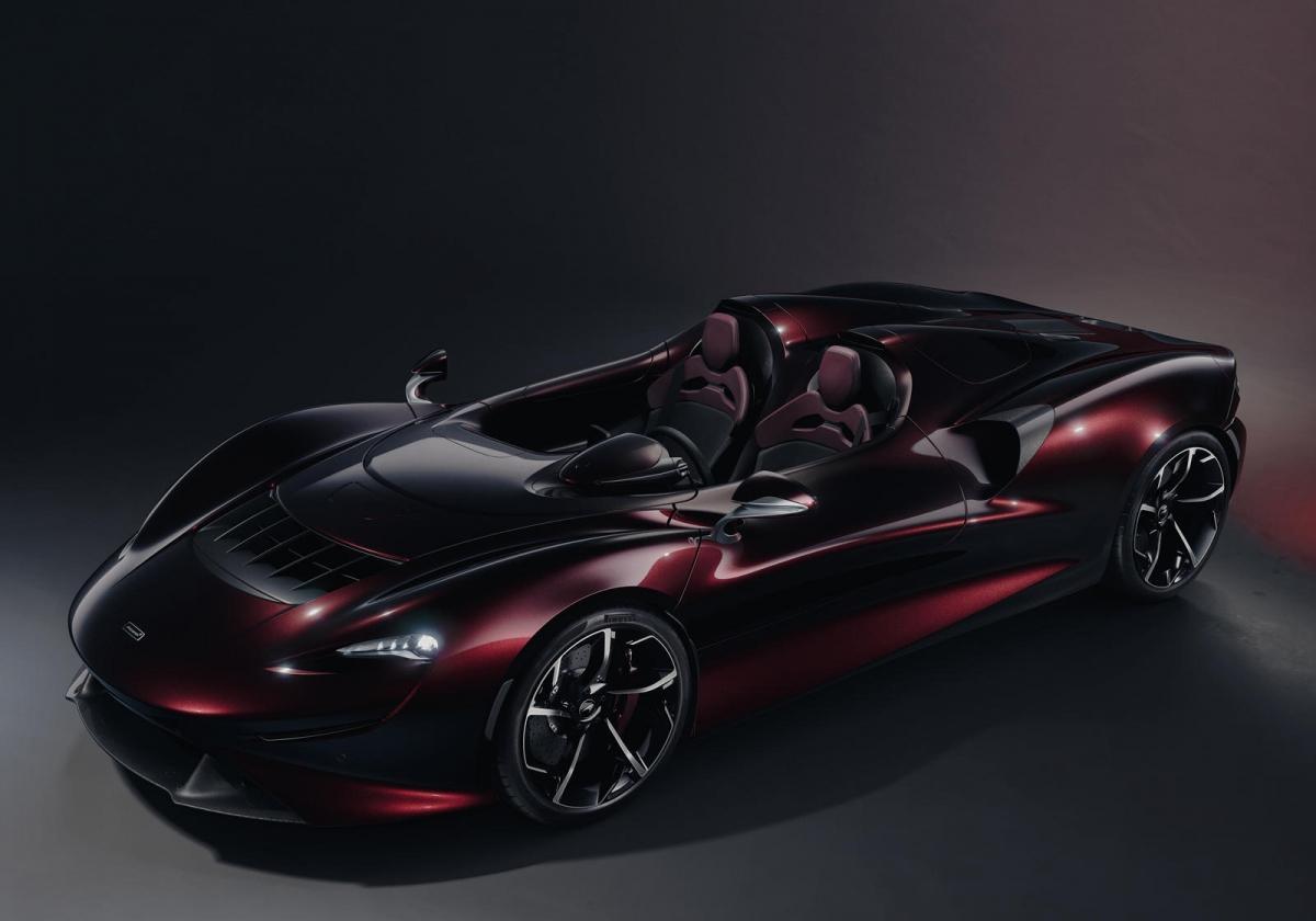 McLaren Elva vẫn được trang bị khối động cơ V8 tăng áp kép, dung tích 4.0 lít quen thuộc, cung cấp cho xe sức mạnh đến 804 mã lực. Sức mạnh này được truyền đến bánh sau của xe thông qua hộp số ly hợp kép 7 cấp. McLaren Elva có thể tăng tốc lên 100 km/h trong chỉ 2,8 giây, đặc biệt hơn, xe có thể đạt 200 km/h trong chỉ 6,7 giây.