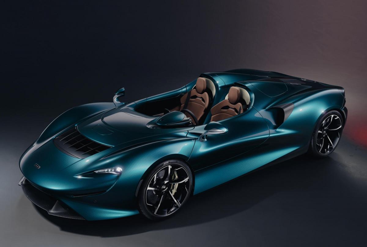 Chiếc siêu xe mui trần này được bán ra với giá khởi điểm ở mức 1,69 triệu USD mỗi chiếc.