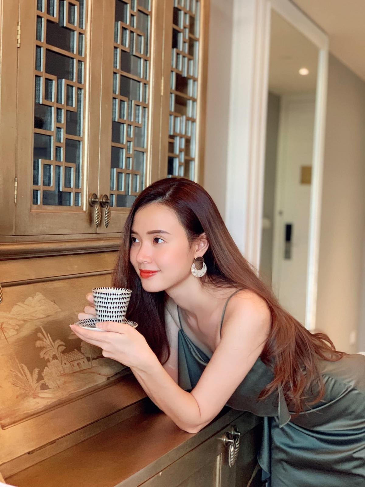Cô nàng đa tài này còn sở hữu cho mình mộtthương hiệu thời trangriêng mang tên Lalla. Hiện, cửa hàng thời trang của nữ diễn viên 8X có 3 chi nhánh tại TP.HCM.