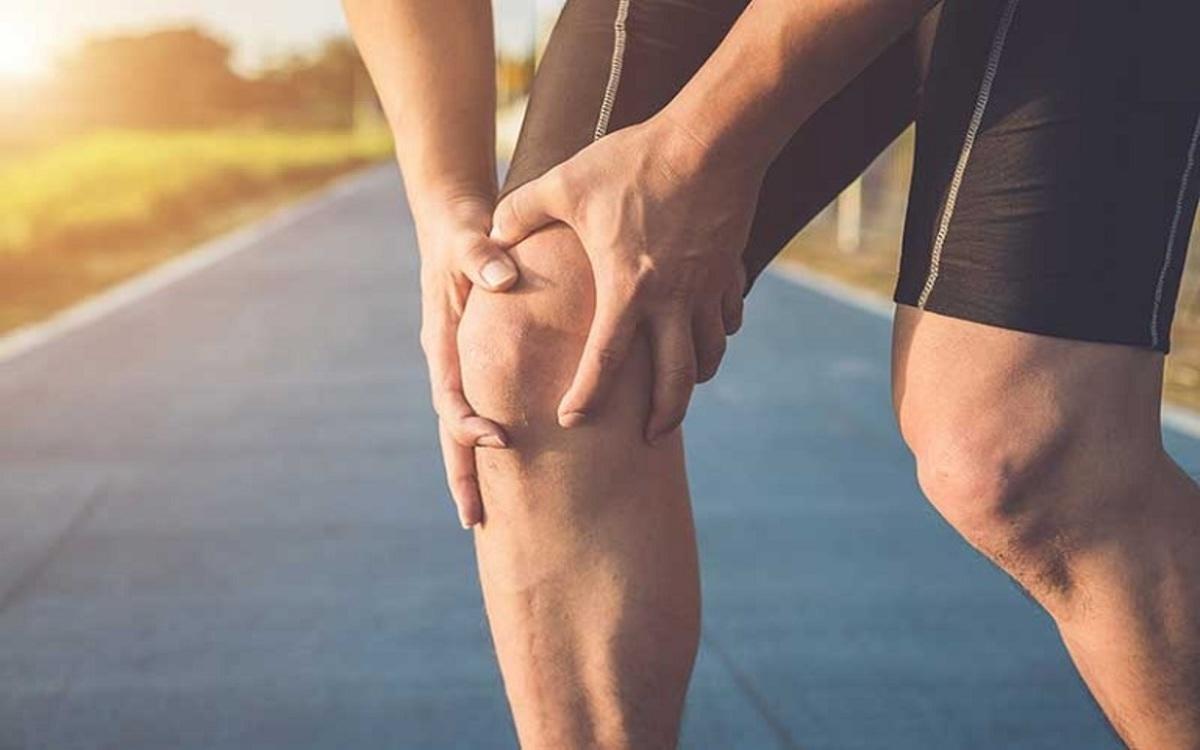 Bổ sung các loại thuốc bổ bảo vệ khớp hoặc thuốc giảm các triệu chứng đau nhức sẽ giúp ngăn ngừa quá trình mài mòn sụn, hỗ trợ tái tạo cấu trúc khớp, giảm đau sưng và khô khớp gối.