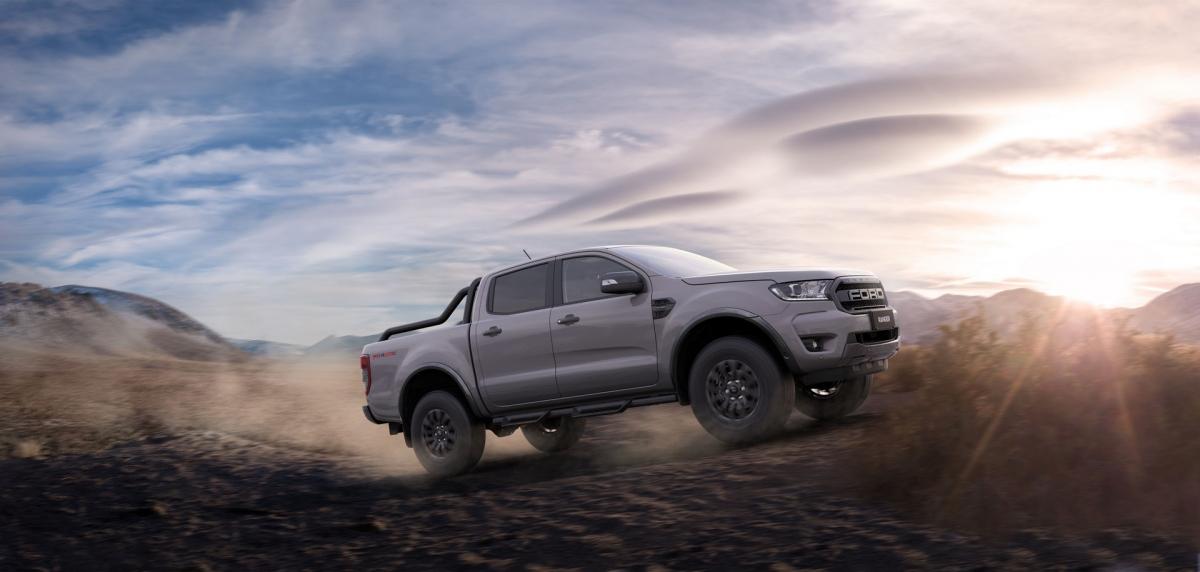 """Cũng theo Tony Tsiandikos: """"Những thay đổi này đồng nghĩa với khả năng kiểm soát phương tiện tốt hơn ở những địa hình khó nhằn hơn. Tất nhiên, như thử nghiệm của chúng tôi tại Proving Ground You Yangs, mẫu FX4 MAX đã được đưa qua đủ cung đường, từ vùng cao Victoria tới Nam Australia."""""""
