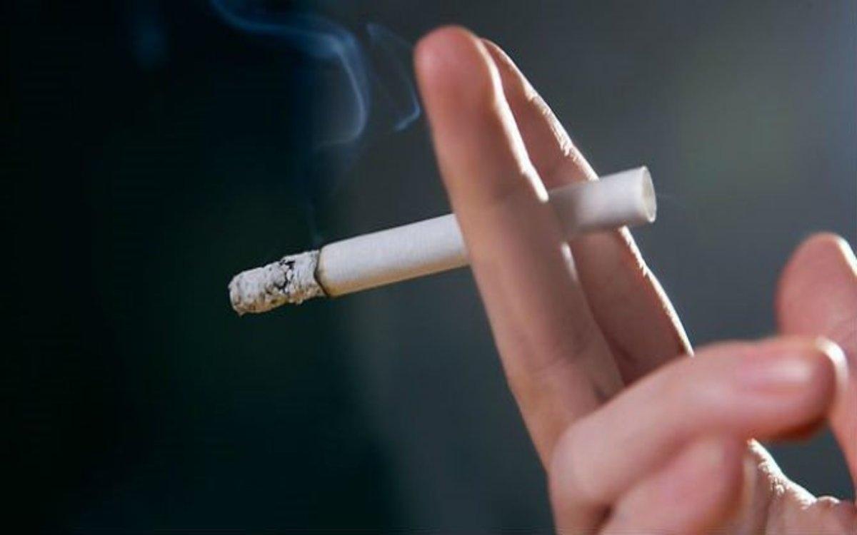 Ngừng hút thuốc lá: Nicotine trong thuốc lá phá hủy mô sụn, làm tổn thương mô liên kết, bao khớp và hệ dây chằng của khớp./.