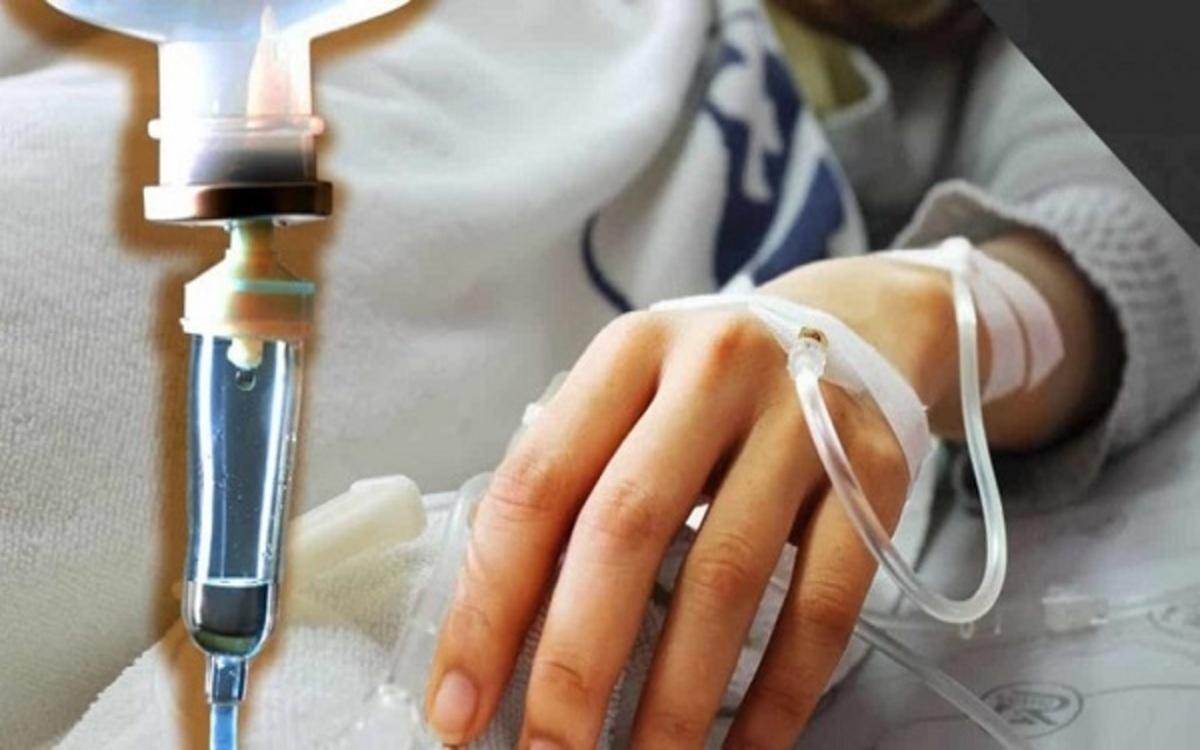 Hóa trị liệu: Các loại thuốc hóa học có thể thay đổi thành phần và dòng chảy của nước bọt, kết quả là trẻ rất dễ bị khô miệng.