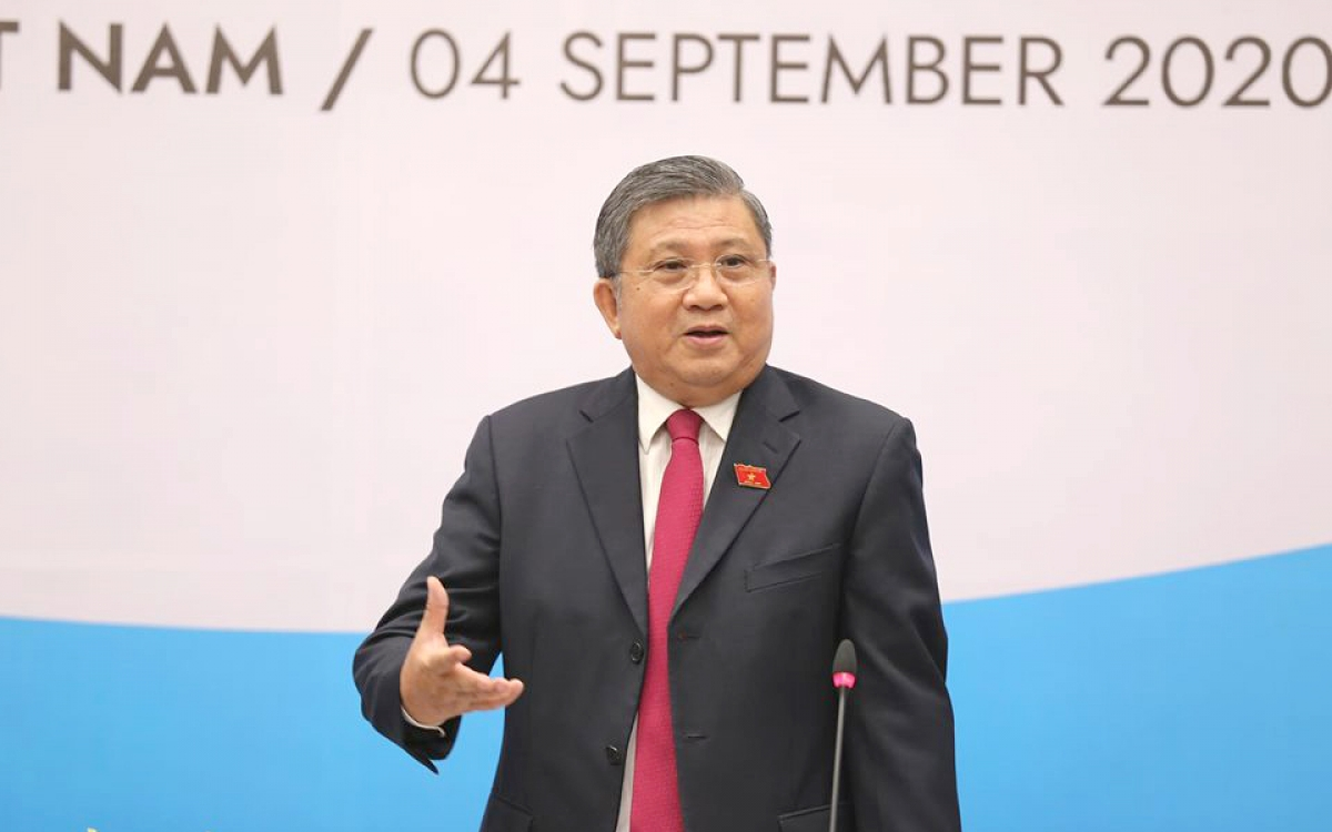 Chủ nhiệm Uỷ ban Đối ngoại Nguyễn Văn Giàu – Phó trưởng Ban thường thực Ban Tổ chức AIPA 41 trả lời báo chí tại cuộc họp báo