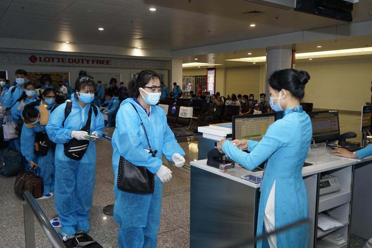 Khách bay thương mại quốc tế đi Narita, Nhật Bản trước đó.