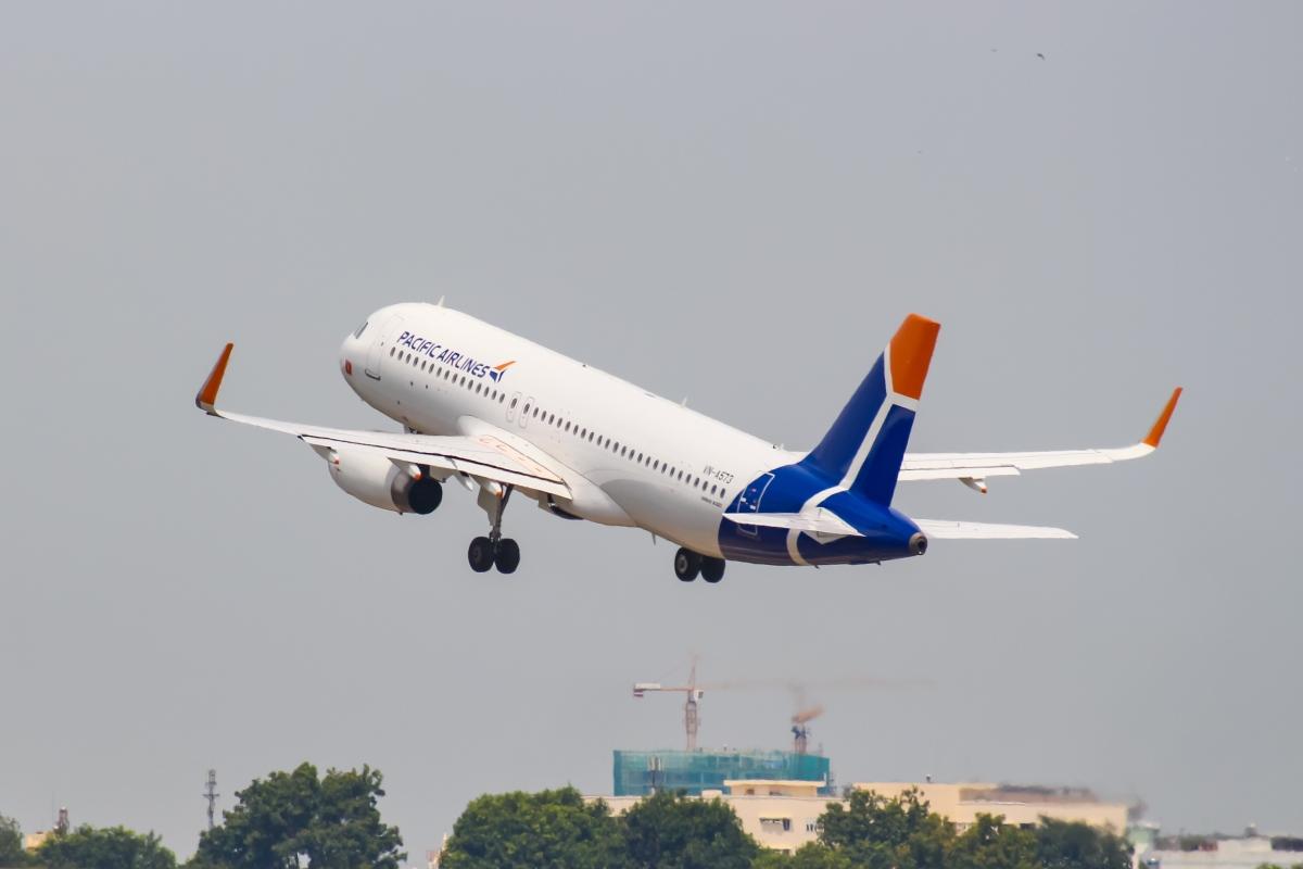 Biểu tượng mới của Pacific Airlines được cách điệu từ ba cánh đuôi máy bay có bố cục sắp xếp theo kích thước lớn dần, ẩn dụ cho nỗ lực phát triển không ngừng của hãng hang không này.