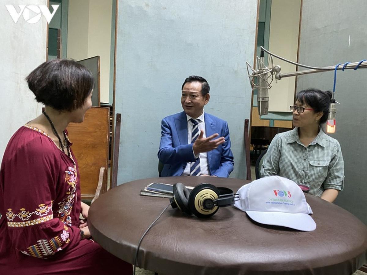 Chương trình phát thanh đặc biệt về Việt Nam trên Đài phát thanh quốc gia Ai Cập. (Ảnh Ngọc Thạch)