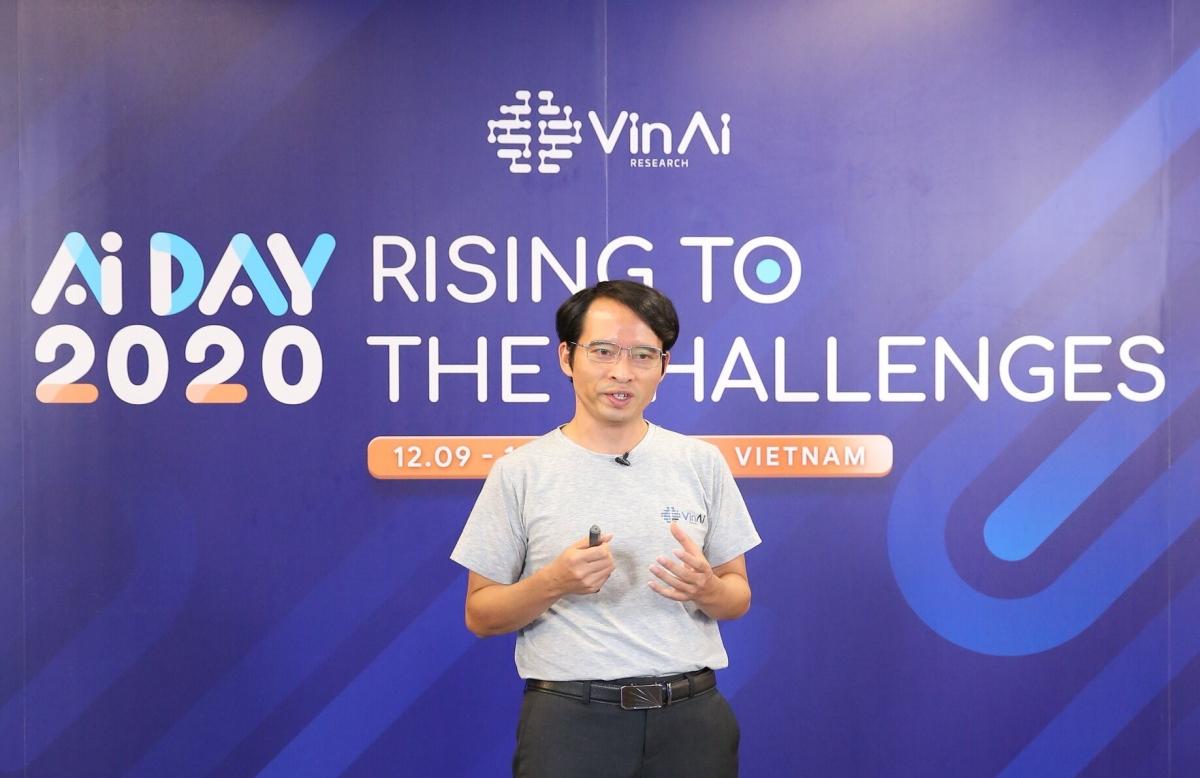 Tiến sĩ Bùi Hải Hưng – Viện trưởng Viện nghiên cứu Trí tuệ nhân tạo VinAI Research (thuộc Tập đoàn Vingroup) công bố 2 giải pháp Vcam Kristal và VSound Alto tại sự kiện AI Day 2020 (12/09).