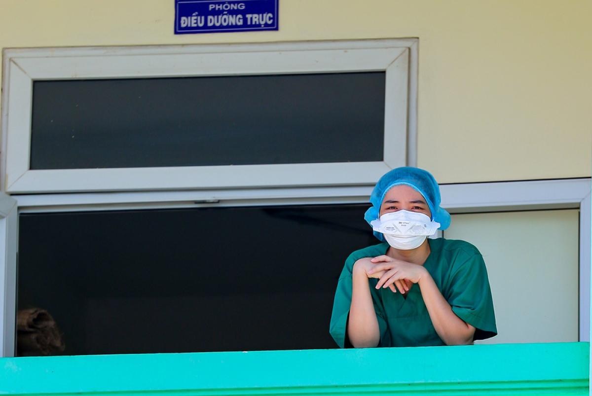 Giây phút nghỉ ngơi của nữ bác sĩ Lương Thị Liên Đoàn, nhân viên y tế Hải Phòng hỗ trợ cho Đà Nẵng